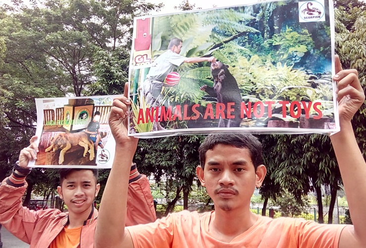 Scorpion Protests Exploitation of  Wild Animals for Entertainment (March 20, 2017)